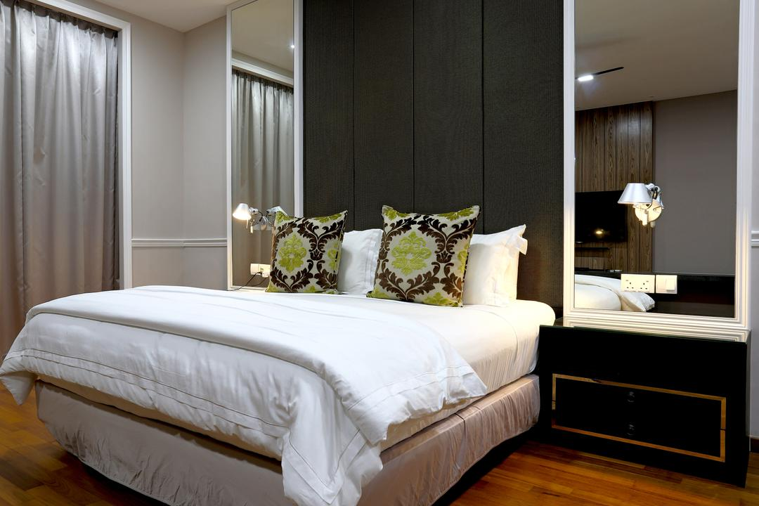 Jalan Gelenggang, United Team Lifestyle, Contemporary, Bedroom, Landed, White Bed, Side Table, Feature Wall, Mirror, Mirror Panels, Bed, Furniture, Indoors, Interior Design, Room
