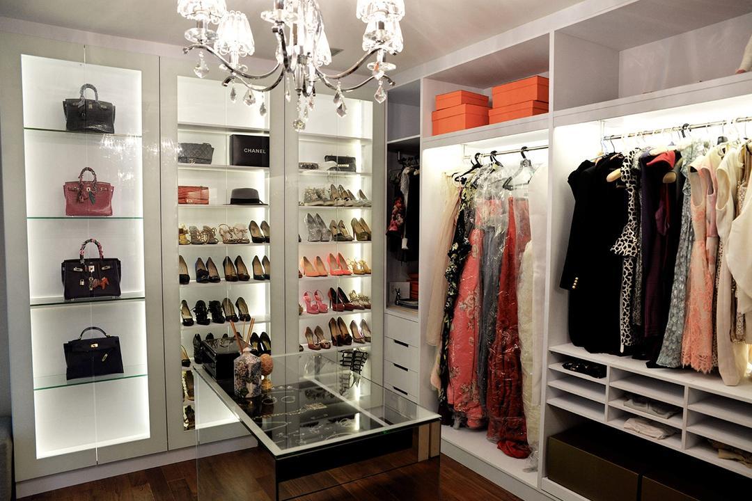 Punggol Waterfront, Singapore Carpentry, Contemporary, Bedroom, HDB, Walk In Wardrobe, Chandelier, Crystal Lights, Bag, Bag Storage, Clothes, Clothing, Shoe, Shoe Cabinet, Display, Display Cabinet, White Wardrobe, Handbags